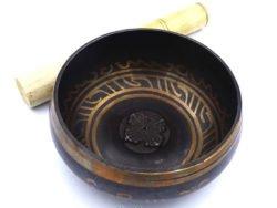 bol cantator tibetan cu bastonas
