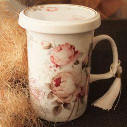 Cana de ceai bujori