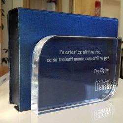 Trofeu de cristal cu mesaj motivational