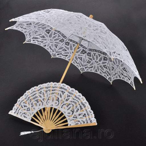 Evantai si umbrela de dantela alba
