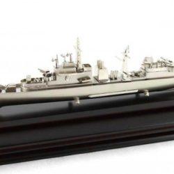 nava amiral, vapor macheta pe suport de lemn