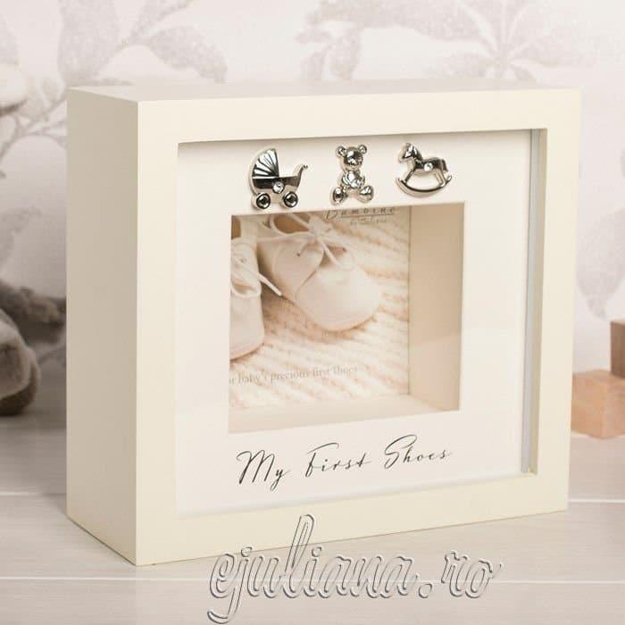Caseta pentru primii botosei ai bebelusului