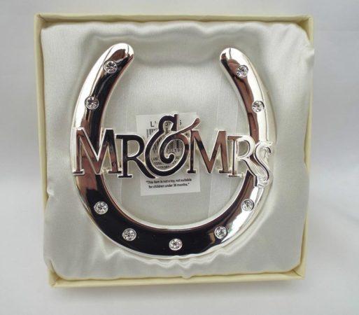 Potcoava norocoasa Mr&Mrs placata cu argint, cadou pentru miri