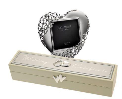 Rama inimioara caseta pentru certificatul de casatorie