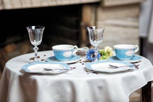 Cesti de cafea din portelan fin cu buline albe pe fond albastru