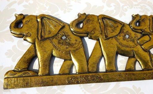 Trei elefanti sculptati