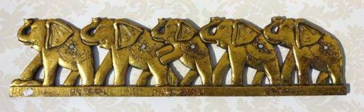 Cinci elefanti aurii sculptati