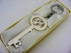 Breloc cheie cadou pentru majorat
