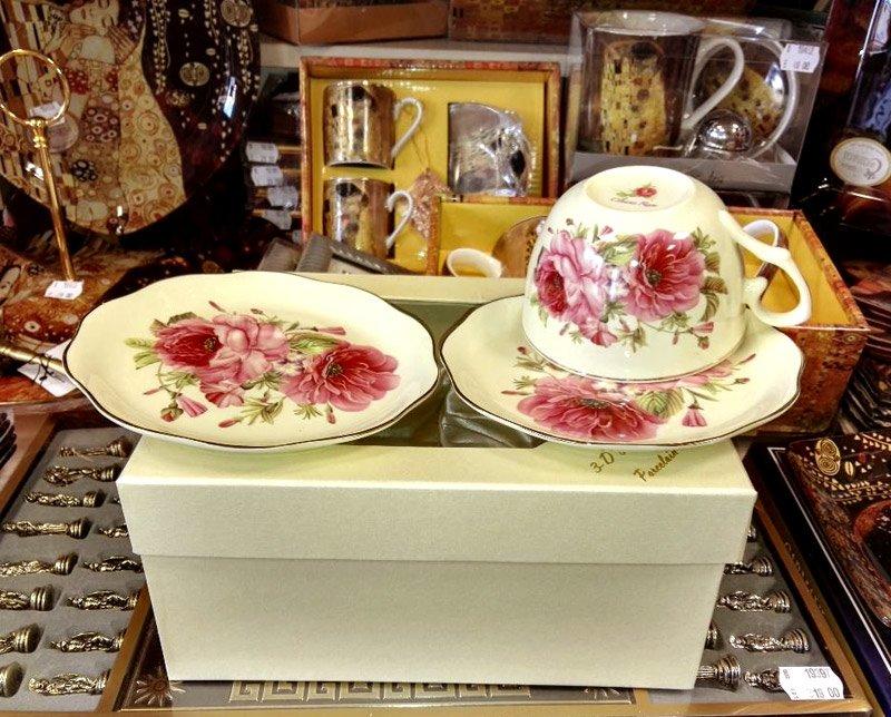 cesti de cafea din portelan fin cu flori