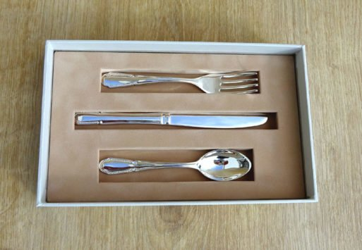 Tacamuri argintat in cutie cadou premium