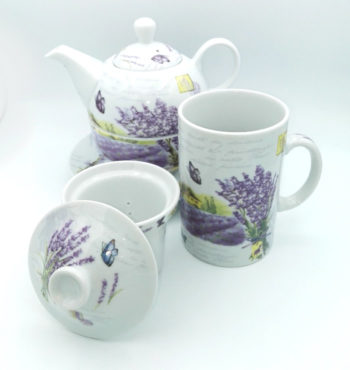 Cana si ceainic cu lavanda