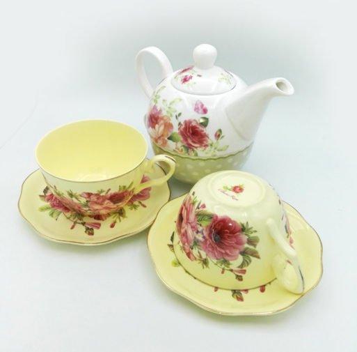 Ceainic si cesti de portelan cu flori
