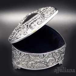 Caseta de bijuterii inimioara argintata vintage