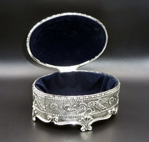 Caseta vintage argintie ovala mare 13x9.5x7cm