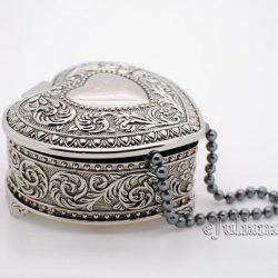 Caseta de bijuterii in forma de inimioara