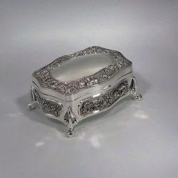Caseta argintata pentru bijuterii