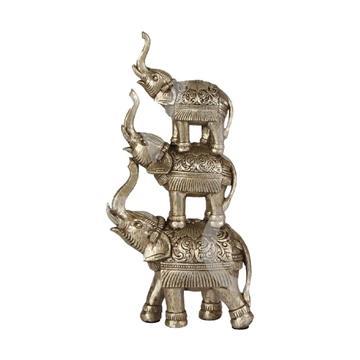Trei elefanti unul peste altul cu trompa ridicata