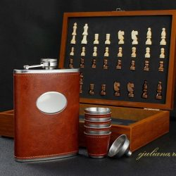 Sah si set de whisky in cutie de lemn