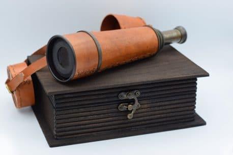 Ochean telescopic in cutie de lemn Ochean telescopic in cutie de lemn carte, cadou pentru barbati pasionati de obiecte de colectie, functionale marca Kelvin Hughes.