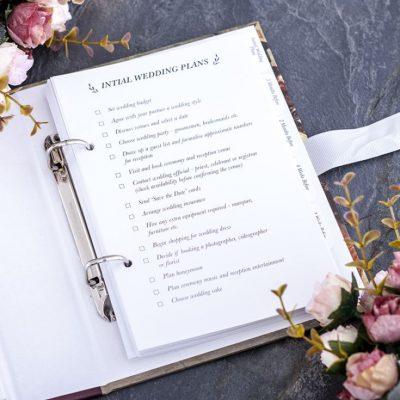 Planificator organizator de nunta Signing the register colectia de cadouri pentru miri Juliana.
