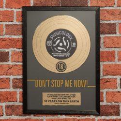 Tablou trofeu disc de aur 18 ani, cadou pentru majorat