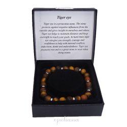 Bratara pentru barbati cu piatra naturala de ochi de tigru si accesorii metalice argintii, in cutiuta de cadou neagra