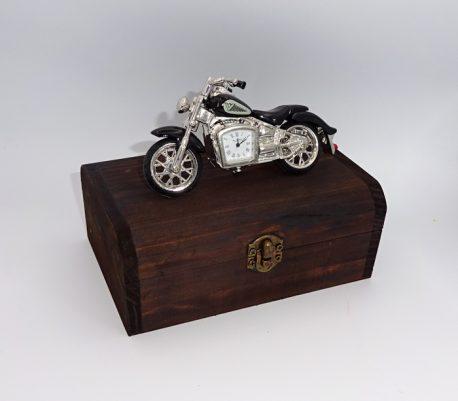 Bricheta metalica si motocicleta miniatura cu ceas de birou
