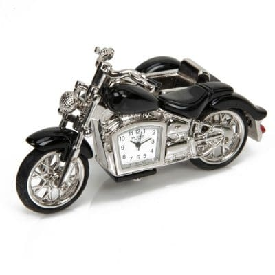 ceas de birou in forma de motocicleta cu atas in miniatura, din colectia de cadouri pentru barbati