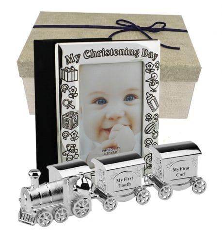 Set album foto de botez si tren argintat cutiute pentru mot si primul dintisor