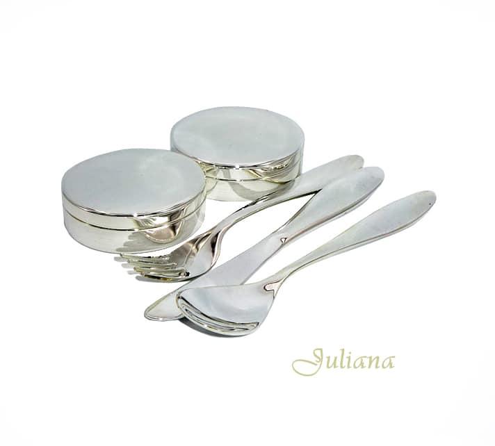 Set argintat doua cutiute pentru mot si dintisor si trei tacamuri pentru bebelusi